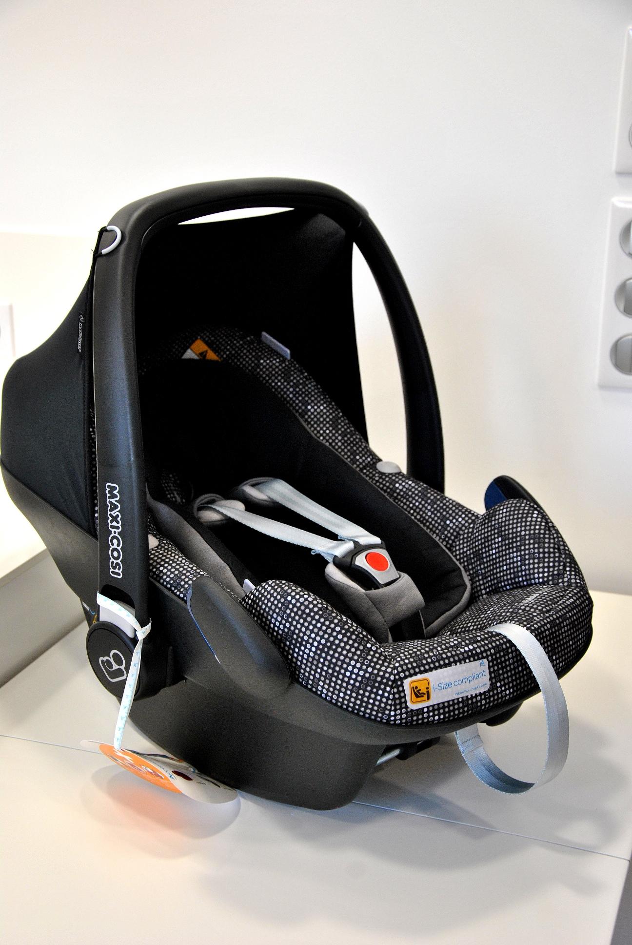 bezpieczny fotelik samochodowy maxi cosi por wnanie trzech. Black Bedroom Furniture Sets. Home Design Ideas