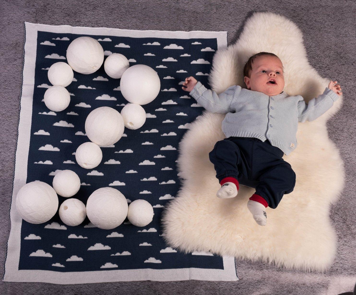 dwu miesięczne niemowlę