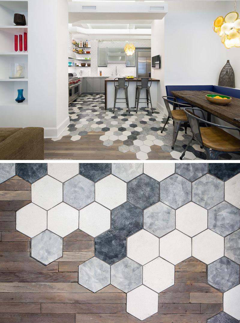 Heksagony w połączeniu z drewnianą podłogą. Takie wykończenie zwróci uwagę każdego. Prawda, że niespotykane?