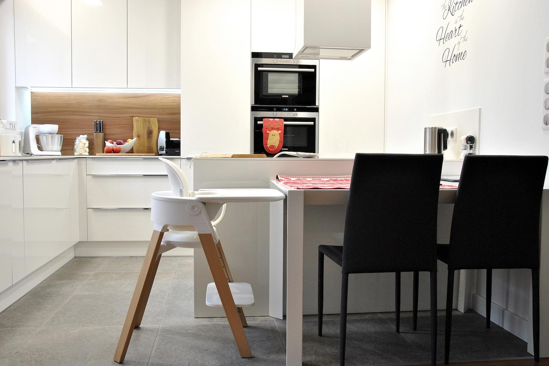 krzesełko stokke w kuchni