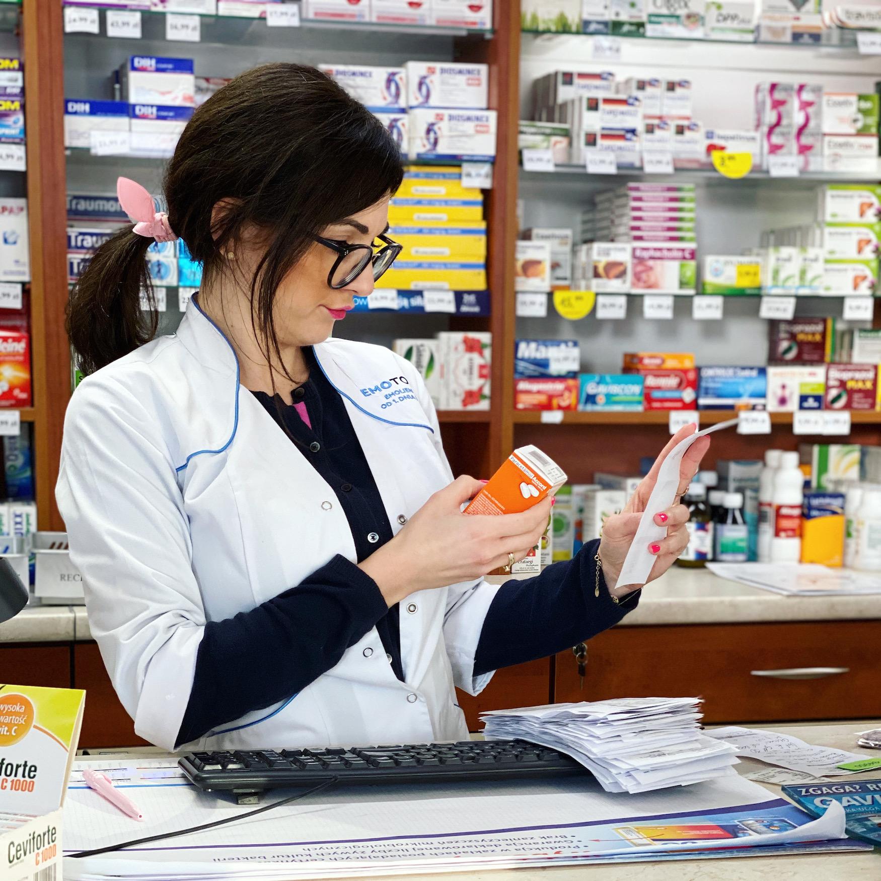 Jakich porad dotyczących leków i suplementów diety może oczekiwać pacjent od farmaceuty.